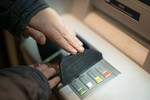 Zaštitite se od moguće prevare na bankomatima