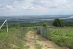 Hektari Fruške gore ograđeni žicom, ekološki aktivisti traže prekid svih radova