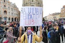 FOTO i VIDEO: U Novom Sadu održan protest protiv fašizma