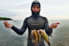 NOVOSAĐANI: Mladi Detelinarac fudbal zamenio podvodnim ribolovom (FOTO)