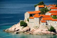 Crna Gora proširila spisak zemalja čiji građani mogu da uđu bez ograničenja, Srbija i dalje nije na njemu