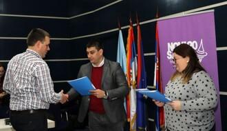 FOTO: Uručeni ugovori za projekte namenjene omladini