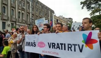 """""""Imaš Pink, vrati RTV"""": Više hiljada građana na protestu zbog smena na RTV (FOTO)"""