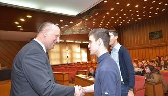 FOTO: Đaci novosadske i kranjske gimnazije posetili Skupštinu grada