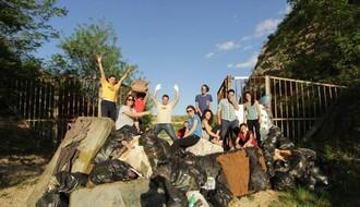 Protest: Zatvorili ulaz na najlepše fruškogorsko jezero smećem
