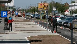 Novosadski specijalitet: Pešake sa Bulevara Evrope proterali parkinzi