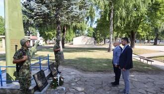 Polaganjem venaca u kasarni Jugovićevo i skupom na Letenci obeležava se slava Padobranske brigade