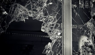 PETROVARADIN: Razbio prozor prodavnice i pokušao da ukrade robu