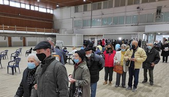 U nedelju vakcinisano više od 3.000 Novosađana, redovi ispred Sajma i danas