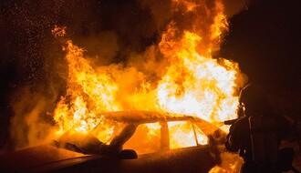U Kisačkoj ulici zapaljen blindirani mercedes