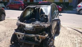 FOTO: Izgoreo automobil u ulici Miroslava Antića