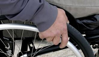 Novosađaninu s teškim invaliditetom ukinuta tuđa nega i pomoć
