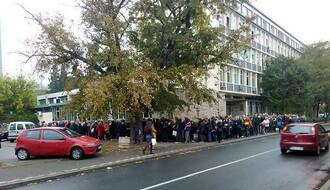 FOTO: Redovi ispred Socijalnog zbog novih zdravstvenih knjižica