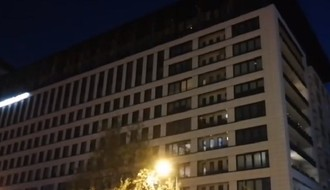 Građani i večeras pravili buku sa balkona, a odigrao se i kontraprotest s razglasa (VIDEO)