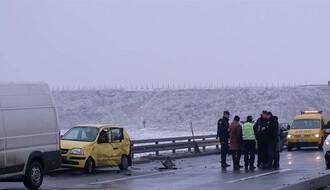 SAOBRAĆAJNA NESREĆA: Dve osobe stradale u udesu na novosadskom putu