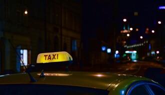 Pijani vozač naleteo na putnike koji su izlazili iz taksija u Kisačkoj