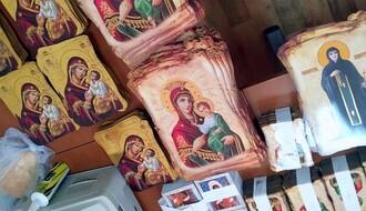 UPRAVA CARINA: Kamiondžija iz Novog Sada pokušao da prokrijumčari  8.500 replika ikona (FOTO)