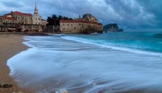Muškarac iz Sremske Kamenice uhapšen jer je krao torbe od turista na Slovenskoj plaži