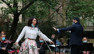 """Limanci uživali u operskim arijama, na balkonu se tražila """"karta više"""" (FOTO i VIDEO)"""