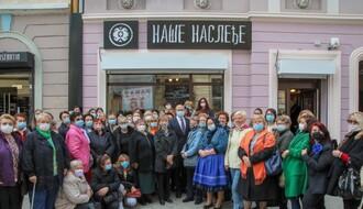 FOTO: Prodajna galerija 72 udruženja žena iz Vojvodine otvorena u Dunavskoj ulici