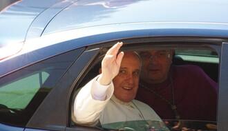 Papa pozvao sveštenike katoličke crkve da posećuju obolele od korona virusa