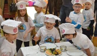 """FOTO: Mališani iz vrtića """"Čuperak"""" pripremali zdrav doručak"""