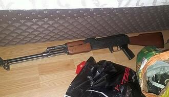 FOTO: Novosadska policija zaplenila puškomitraljez, bombe, eksploziv...