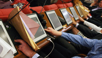 NS parlamentarke: Farmama, Velikoj braći i Parovima mesto od ponoći do zore