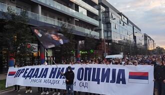FOTO, VIDEO: Više stotina mladih sa transparentima prošetalo Limanom 3 i 4