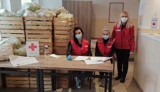 FOTO: Korisnicima Narodne kuhinje podelјeno po pet kilograma jabuka