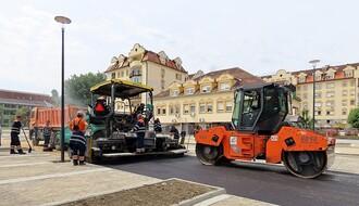 FOTO: Asfaltiraju se saobraćajnice na parkingu u Radničkoj ulici