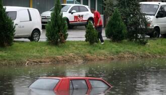 FOTO: Snažno nevreme nad Novim Sadom, otežan saobraćaj u svim delovima grada