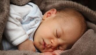 Svakoj bebi rođenoj na dan Novog Sada po 200.000 dinara
