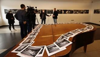 """Otvorena izložba fotografija Darka Dozeta """"Bešenovska prinošenja"""""""