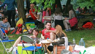 Kamenički park: Roštiljanje i sportske aktivnosti obeležile Praznik rada