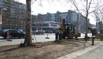 Nastavljeni radovi na obnovi parking mesta na Bulevaru oslobođenja (FOTO)