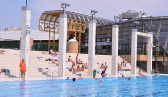 Počinje noćno kupanje na otvorenom bazenu Spensa