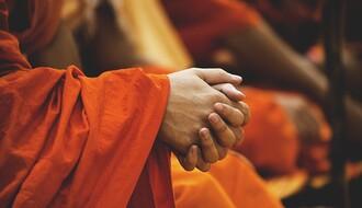 Lažni budistički monasi varaju prolaznike u Novom Sadu
