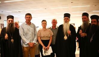 "FOTO: Veliko interesovanje Novosađana za izložbu fotografija ""Sedam vekova manastira Krupe"""