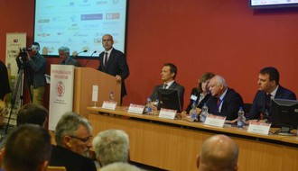 "FOTO: U Novom Sadu otvoren peti ""Dunavski biznis forum"""
