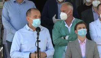 NOVI PAZAR: Brnabić i Lončar dočekani zvižducima i povicima negodovanja, grupa lekara im okrenula leđa