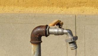 Bez vode delovi Grbavice i Sremske Kamenice