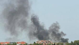 FOTO: Na Novom naselju potpuno izgoreo auto, dim se video u celom gradu