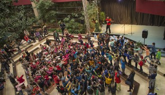"""U toku humanitarna akcija """"Deca deci na dar"""", uručenje paketića 7. decembra na Spensu"""