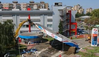 Uklanjanje nadstrešnice NIS-ove pumpe koja se srušila u petak (FOTO i VIDEO)