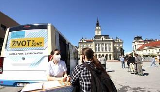 FOTO: Mobilni punkt za vakcinaciju od danas na Trgu slobode