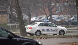 TELEP: Bežali od policije, pa iz automobila izbacili pištolj