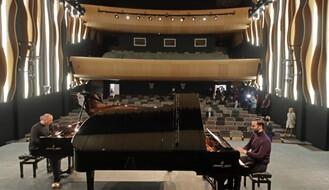 FOTO: U novu muzičku i baletsku školu na Limanu 3 stigli klaviri vredni 280.000 evra