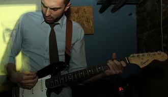Novosađani: Multi-instrumentalist koji oplemenjuje i one koji slušaju, i one koji sviraju