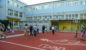 "Gradonačelnik prisustvovao prijemu prvaka u rekonstruisanoj školi ""Ivo Lola Ribar"" (FOTO)"